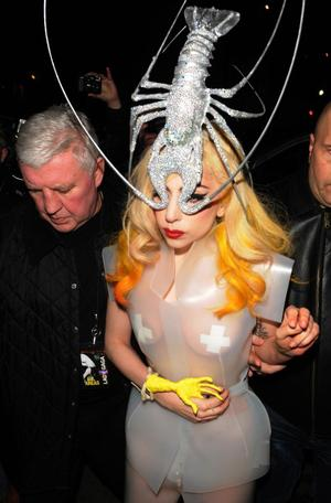 Lady_gaga_lobster_england_27feb2010