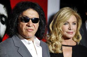 Gene_simmons_shannon_tweed_set_wedd